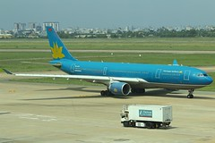 Vietnam Airlines | Airbus A330-200 | VN-A374 (*Charlie Alfa*) Tags: sgn aviation airplane maybay 飞机 비행기 літак avión flugzeug avião 飛行機 เครื่องบิน самолет letoun विमान ਜਹਾਜ਼ ហឹ 飛機 aereo eruplano avion מטוס lentokone αεροπλάνο vliegtuig samolot zrakoplov letalo repülőgép flygplan fly uçak aircraft airliner