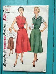 Simplicity 4379 (kittee) Tags: kittee vintagesewing vintagepattern simplicity simplicity4379 4379 size16 bust34 wouldsell 1953 1950s dress sleeveless jumper blouse skirt notched notchedpockets pockets pleats flaredskirt collar cuffedsleeves sewing