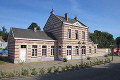 NMBS-station, Watermaal (Erf-goed.be) Tags: station geotagged brussel treinstation archeonet watermaalbosvoorde nmbsstation geo:lon=43997 watermaal geo:lat=508091