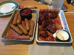 Chicken Wings and Mozerrella Sticks, Applebees (thewinchester) Tags: food usa wisconsin us applebees unitedstates greenbay 2016