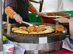 Street Food (Travis Estell) Tags: korea seoul insa southkorea streetfood jongno insadong foodvendor insadonggil republicofkorea jongnogu seoulstreetfood streetfoodvendor  koreanstreetfood