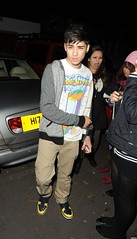 (One Direction Archive) Tags: street white funnyface car walking grey sweater phone serious fulllength tshirt trainers fans battersea beigetrousers rippedtrousers slogantshirt zainmalik xfactorcontestants leavingrehearsals