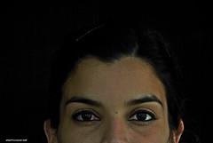 DSC_0011 Ojos negros (Aprehendiz-Ana La) Tags: woman mujer fotografa ojos negros mirada femme retrato rostro luz misterio argentina morena morocha mdq flickr analialarroude dona donna portrait