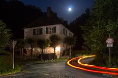 Gut Ahlhausen, Ennepetal (Zaphod Beeblebrox 1970) Tags: ennepetal frhbarock gutahlhausen gutshof langzeitbelichtung lichtspur nachtaufnahme light lighttrail longexposure night trail