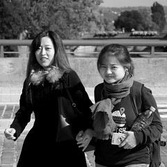 An improvised portrait for two... (Last Border of the Picture) Tags: portrait chinese girl woman chinoise asian asiatique sourire smile metz