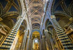 Santa Maria Assunta, Duomo di Siena. Toscana, Italia. (pedro lastra) Tags: building geometric architecture pattern geometry symmetry ceiling unesco worldheritagesite