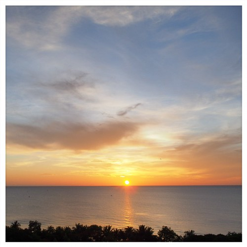 :P #sunrise #beach #sea #huahin #thailand