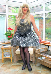 Goditutustnd-003 (fionaxxcd) Tags: redlipstick stilettoes petticoats rednailslongblondeha
