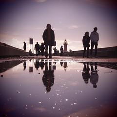Reflexos / Reflections (Francisco (PortoPortugal)) Tags: 1372016 20160319fpbo2796 quadrada square reflexos reflections pessoas people gua water fozdodouro porto portugal portografiaassociaofotogrficadoporto franciscooliveira
