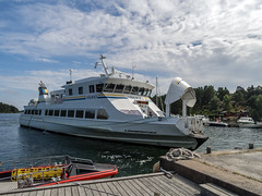 The ferry is coming (KL57Foto) Tags: kl57foto olympus epm2 schweden sweden sverige mefjärd schären schäreninsel archipelago island kyrkbryggan 2016 ornö