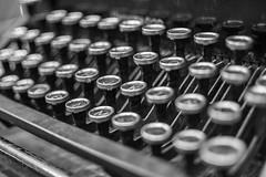 Underwood typewriter (leoleamunoz) Tags: blanco y negro blackandwhite typewriter antigedad monochrome monocromatico