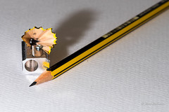 DSC_2801 (Javier_1972) Tags: macro lapiz pencil sacapuntas papel paper prueba