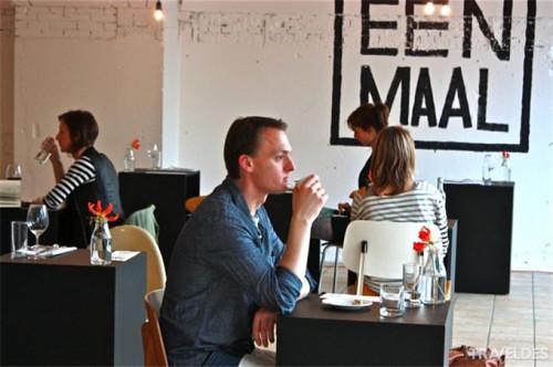 Nhà hàng Eenmaal ở Amsterdam, Hà Lan trở nên nổi tiếng với phong cách thưởng thức món ăn cho người cô đơn.