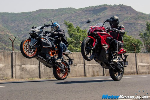 Pulsar-RS-200-vs-KTM-RC-200-03
