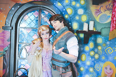 Rapunzel & Flynn (dolewhip) Tags: disneyland disney rapunzel fantasyland tangled flynnrider tangledmeetandgreet tangledtower