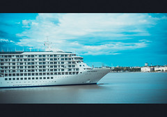 THE WORLD - Escale du 7 mai 2016  Bordeaux (Jonathan d[-_-]b) Tags: cruise bordeaux cruising cruiseship theworld croisire