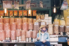 (trsiro) Tags: market local vietnam saigon x400 fuji olympus om1n 35mm film