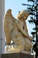 Braov, engeltje op het kerkhof van de orthodoxe kerk Sfnta Paraschiva (1894-1896), Roemeni 2016 (wally nelemans) Tags: braov kerk church bisericasfntaparaschiva kerkhof cemetery engel angel roemeni romania 2016