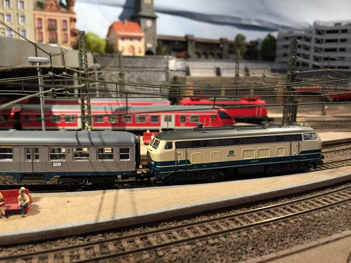 Trix N gauge BR218 in Blue/Beige with matching rake of Silberlinge. A blast from the past at Wolpertinger Hbf on an enthusiasts special.