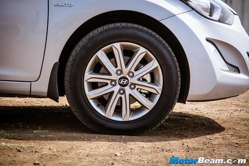 2015-Hyundai-Elantra-13
