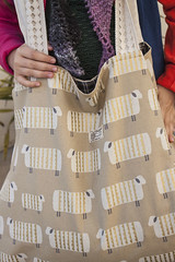 Saco Selvage XXL - LAS OVEJAS (owl_mania) Tags: original portugal bag sewing porto botão saco fabrics galão tecido tecidos algodão costura 2015 japanesefabric botões galões tecidojaponês tecidosjaponeses tecidosportugueses owlmania sacoselvage sacoempatchwork