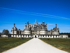 Chambord Castle (Ren-s) Tags: trees light sky blackandwhite sun france castle clouds pond ciel arbres chambord chateau nuages loire tang