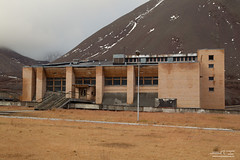 svalbard ottobre 2016-1616 (Fotografere e Viaggiare) Tags: norvegia svalbardnorwaytraveloutdooriceseaviaggionorvegiaautunno ghiaccio gosthtown pyramiden svalbard svalbardejanmayen sj