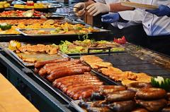 Wurst, Schnitzel & Co. (niedersachsenfoto) Tags: budapest grill wurst schnitzel imbiss vrsmartytr festplatz niedersachsenfoto