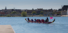 Le dragon boat des dragons laidies (chlotoine) Tags: france rose canon eau dragon picardie saintquentin diamants
