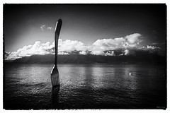Fourchette (volperic) Tags: bw riviera lac nb lman vevey fourchette aliment