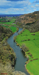 River Wye from Symonds Yat East (Javier Quesada Molina) Tags: uk inglaterra blue england verde skye green rio vertical azul river landscape outdoors paisaje east cielo valley herefordshire aire libre yat reino unido symonds wye