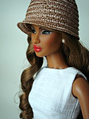 Portrait (Deejay Bafaroy) Tags: red portrait white black rot hat fashion toys doll dress barbie portrt lips hut dominique makeda fr weiss royalty puppe integrity lippen kleid tantalizing nuface