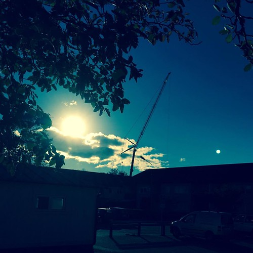 #reach #for #the #sun #towercrane #october #iphone6 #filter #instapicture #monday #stenhamra #instanature #endofsummer