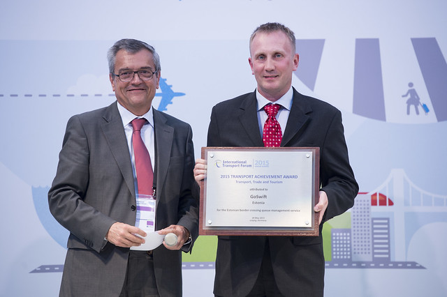 Hannes Plinte accepting the Transport Achievement award