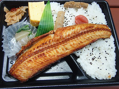 #8483 lunch: Atka mackerel box lunch () 604 kcal (Nemo's great uncle) Tags: food  lunch  tky   atkamackerel pleurogrammusmonopterygius atka mackerel pleurogrammus monopterygius