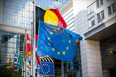 The French and EU flags at half-mast in front of the European Parliament following last night's terrorist attack in Nice. The #Parlamentarium display the message #JeSuisNice (European Parliament) Tags: jesuisnice nice flag half must terrorism attack 2016 belgium brussels bruxelles ep eu political leader plenary session euroepan union euroopaparlament europa parlamentet europas parlaments europe european citizens parliament europejski europeu parlamentul europos parlamentas europsk europisches parlament eurostudio eurpai ewropeweuropees parlaimintn aheorpa euroopan parlamente vropski parlamentil parlamento europeo parlamentti parlement europen parlaimint na heorpa