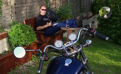 Havin a beer (w126uk / Duncan Joint) Tags: yamaha virago xv750 xv1100 biker motorcycle pentax strobe strobist flash selfie cool dude shades beer doombar