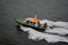 Barra Norte 1 (PhillMono) Tags: nikon dslr d7100 ship boat vessel pilot barra norte lisbon portugal travel tourist speed underway