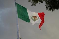 DSC05471 (Dania Gress) Tags: mexico bandera flag sky