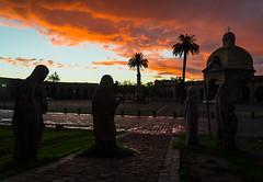 Cementerio (Felipe Rojas Santander) Tags: cementerio esculturas atardecer contraluz