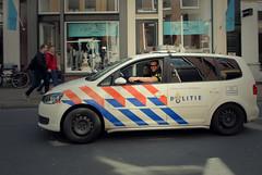 Dutch police | Groningen (frata60) Tags: city holland netherlands volkswagen nikon nederland police d200 groningen nikkor lawenforcement stad politie touran 1755mm smeris diender frata60