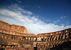 un edificio colosal  EXPLORE (RalRuiz) Tags: italy rome roma italia romano coliseo cielo nubes lazio colosseo piedra gladiador
