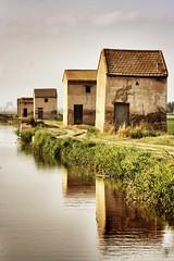 Casetas (Japo Garca) Tags: espaa valencia agua camino perspectiva casas casetas reflejos fotografa albufera garca japo profundidad retoquefotogrfico arrozales japogarca regladelaslneas