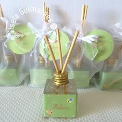 Mini difusor Passarinhos (Gisela Guimares) Tags: verde lembrana babyshower maternidade cheirinho chdebeb passarinhos lembrancinha difusor chdefraldas
