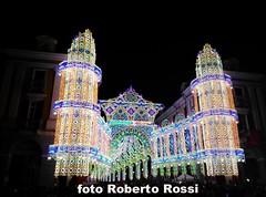 Cuneo illuminata (Cane Billi ) Tags: cuneo illuminata madonnadelcarmine huawei g7 piazzagalimberti viaroma lampadine spettacolo manifestazione evento notte folla piemonte regionepiemonte cuneese strada