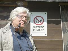 Italo_Racconigi2015_P5023978 copia (stegdino) Tags: sign smoke humor smoking forbidden cartello italo racconigi divieto mattavelli italomattavelli 115picturesin2015