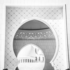 Sheikh Zayed Grand Mosque in Abu Dhabi (matmatson) Tags: uae wanderlust zayed abudhabi emirate travelblog vae scheich vereinigtearabischeemirate vereinigte arabische travelblogger sheikhzayedgrandmosque travelgram matmatson