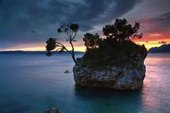 Brela sunset (hapulcu) Tags: adria brela croacie croatia croazia dalmacija dalmatia horvatorszag hrvatska jadran kroatie makarska mediterranean dusk spring sunset