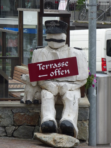 St Moritz - Hotel Schweizerhof St. Moritz - sculpture - Terrasse offen