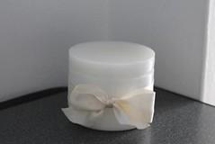 CAJA REDONDA BLANCA  HECHA DE CERA (ilmiomondoincera) Tags: casa artesanal caja blanca regalo bodas cera redonda lavanda bombonera decoracion cajita